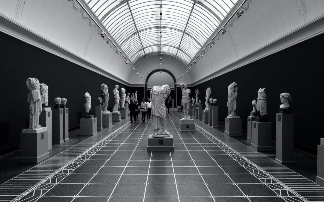 What Is the Concept of Mutual Causality in Understanding Museum Changes?